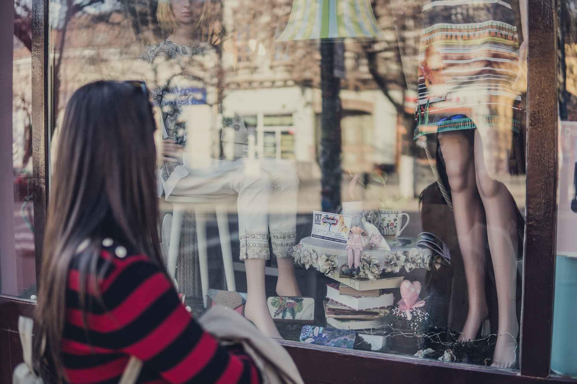 Seis em cada dez brasileiros entram em uma loja a partir da análise na vitrine